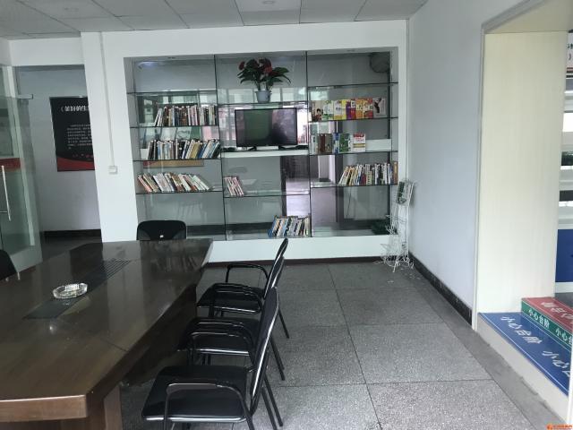 西山车站写字楼,适合美容,培训,办公室